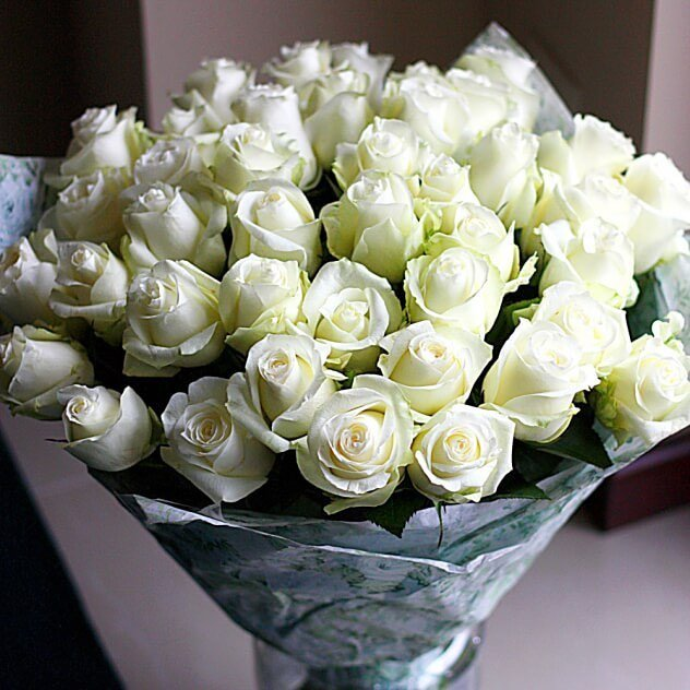 Букеты из белых роз фото в домашних условиях